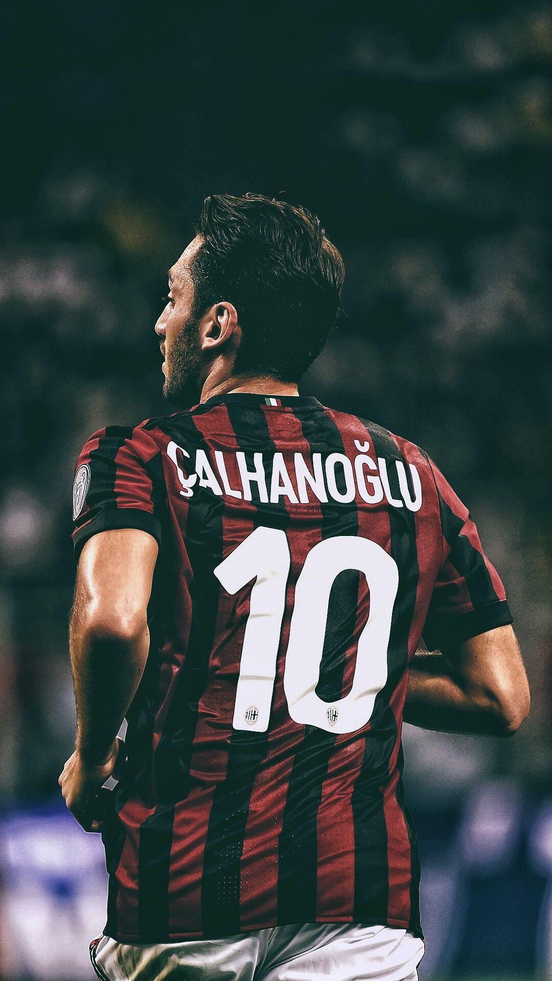 Dua Orang Petinggi AC Milan Cekcok Karena Calhanoglu