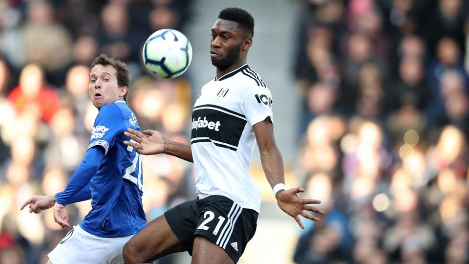 Bek Fulham Fosu-Mensah akan kembali setelah menjalani operasi lutut