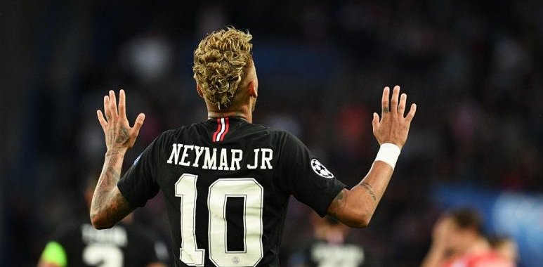 Neymar Sempat Menangis 2 Hari karena Cedera Kaki Kanan.