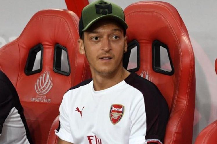 Jarang Dimainkan, Mesut Oezil Disarankan Pensiun.